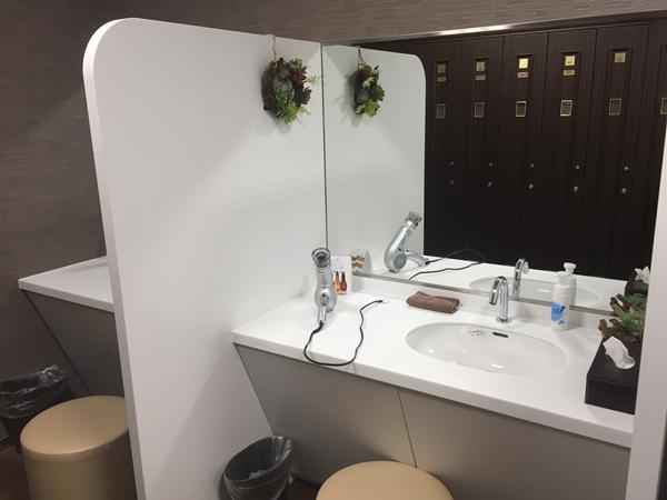 NAS藤沢のプレミアム会員専用のパウダールーム洗面台
