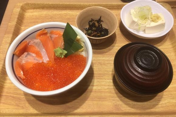 築地食堂源ちゃん横浜スカイビル店のイクラサーモン丼